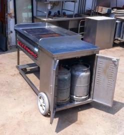עמדת גריל גז מקצועית על גלגלים עם ארון לבלוני גז מובנה